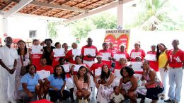 Certificados de conclusão do curso de alfabetização são entregues a idosos do CCI