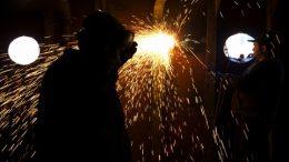 Solenidade de certificação marca encerramento dos Cursos de Encanador Industrial e de Solda
