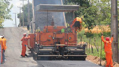 O asfalto chegou: Loteamento São Jorge está em processo de finalização