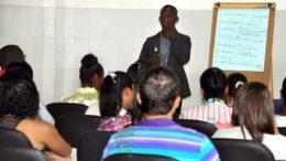 Aula inaugural abre cursos de inglês e francês oferecidos pela SETUR