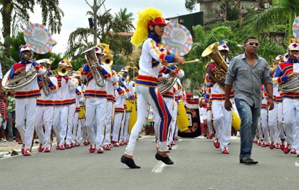 Desfile do dia 7 de Setembro é marcado pela beleza das alas das escolas