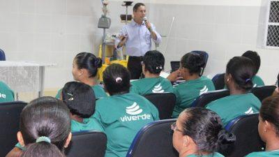 Empresa que atua no município capacita agentes de limpeza