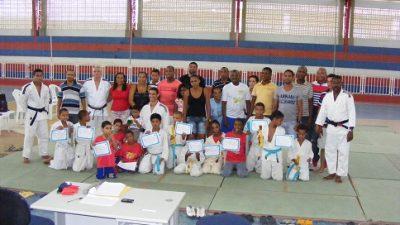 Atletas sanfranciscanos participam de exames de faixa no Baiacão