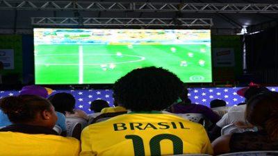 Verde, amarelo, azul e branco coloriram a orla marítima durante o jogo da Seleção Brasileira
