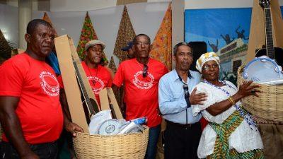 SECULT realizou entrega de instrumentos musicais para grupos de samba do município