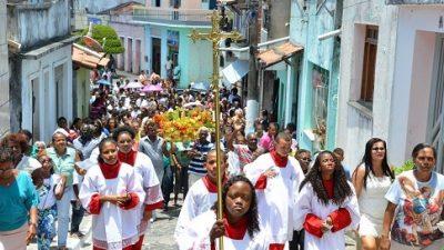 Centenas de fiéis saudaram o padroeiro São Gonçalo com festejos e louvores