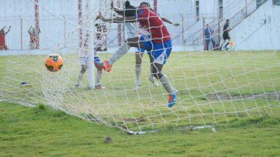 Equipe feminina de futebol vence jogo em disputa emocionante de pênaltis