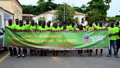 Semana do Continente Africano termina com caminhada na orla e festa a noite