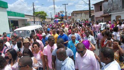 Celebrando a luta pela vida, a Prefeitura promoveu uma caminhada de encerramento do Outubro Rosa e início do Novembro Azul