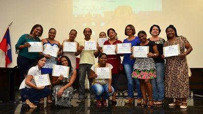 Servidores receberam certificado após participação em cursos promovidos pela SEGAD