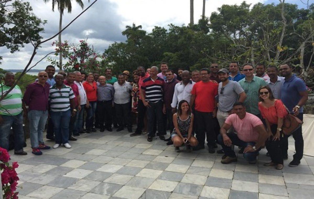 Comitiva visitou o casarão de Cajaíba para ver as melhorias feitas pela Rede Globo no local