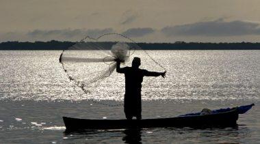 SEMAP: Pescadores e Marisqueiras recebem a primeira parcela do Defeso Inverno Municipal nesta terça-feira (07)