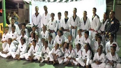 Alunos do Taekwondo receberam faixas e certificados na última quinta (14)