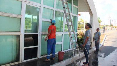 Projeto Operação Verão: SESCOP realiza serviço de limpeza no Portal de Cidade