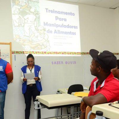 SEDEC e SESAU realizaram um minicurso para os vendedores ambulantes informais que irão trabalhar no período do Carnaval