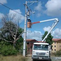 Projeto Operação Verão: SESCOP realiza serviço de limpeza na praia do Caípe de Baixo e melhorias na iluminação em Gurugé e Campinas