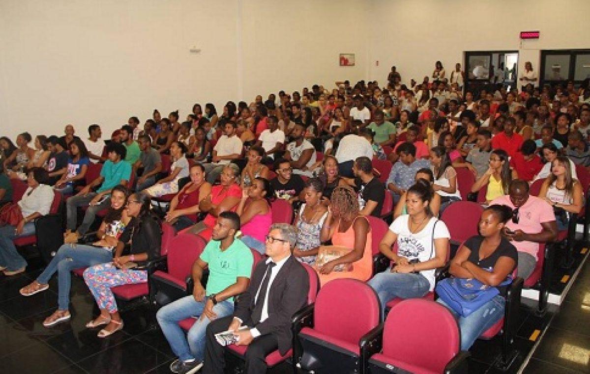 Secretaria da Educação realizou reunião para tratar da readequação do serviço de Transporte Universitário do município