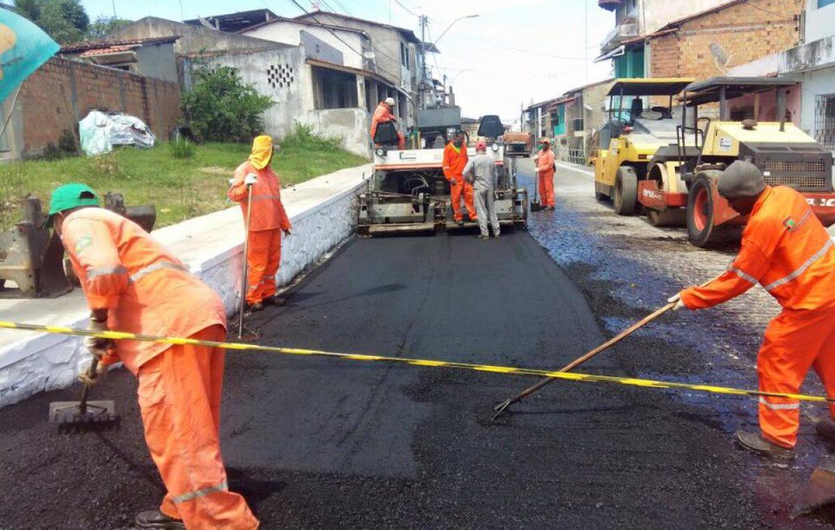 Em parceria com a Desenbahia, Prefeitura está realizando capeamento e recapeamento nas ruas do município