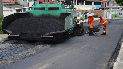 Ruas Manoel do Amaral e Antônio de Santana Portugal recebem capeamento asfáltico em São Francisco do Conde