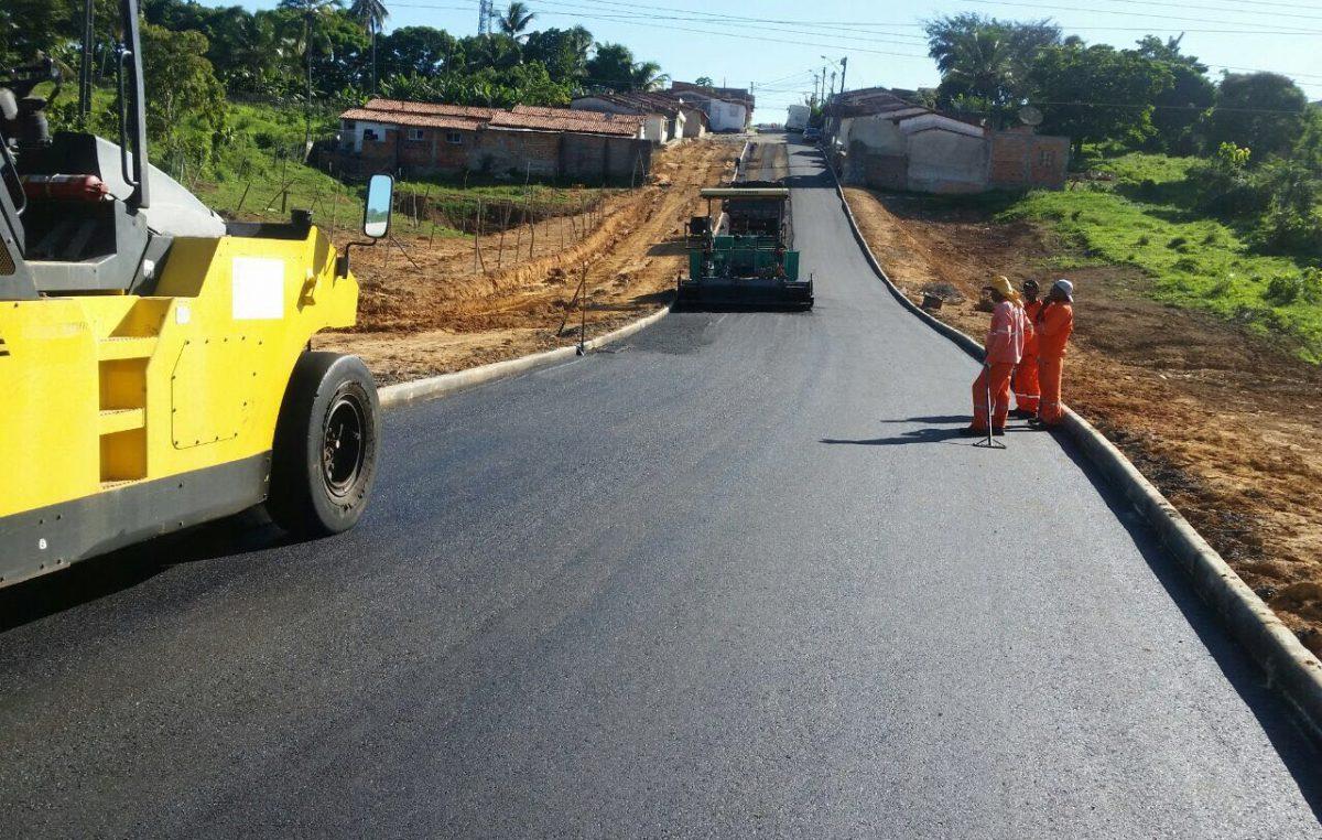 Prefeitura realizou obras de pavimentação e limpeza de canais