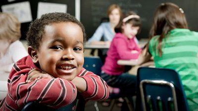 SEDUC informa aos pais e alunos os horários de início das aulas no município