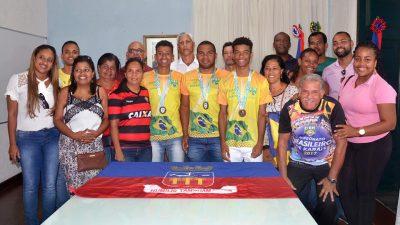 São Francisco do Conde rende homenagens aos atletas de karatê