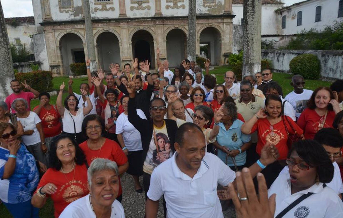 Grupo de turistas religiosos visitam São Francisco do Conde