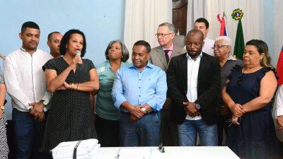 Assinatura de alvará para instalação de empresa de tanques de combustíveis no município abre leque de possibilidades para a geração de emprego e renda locais