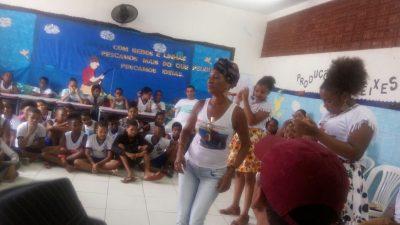 Alunos da Escola Três Marias participam de Oficina de Samba