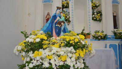 Fiéis celebraram Dia de Nossa Senhora do Amparo com missa e procissão no bairro de Paramirim