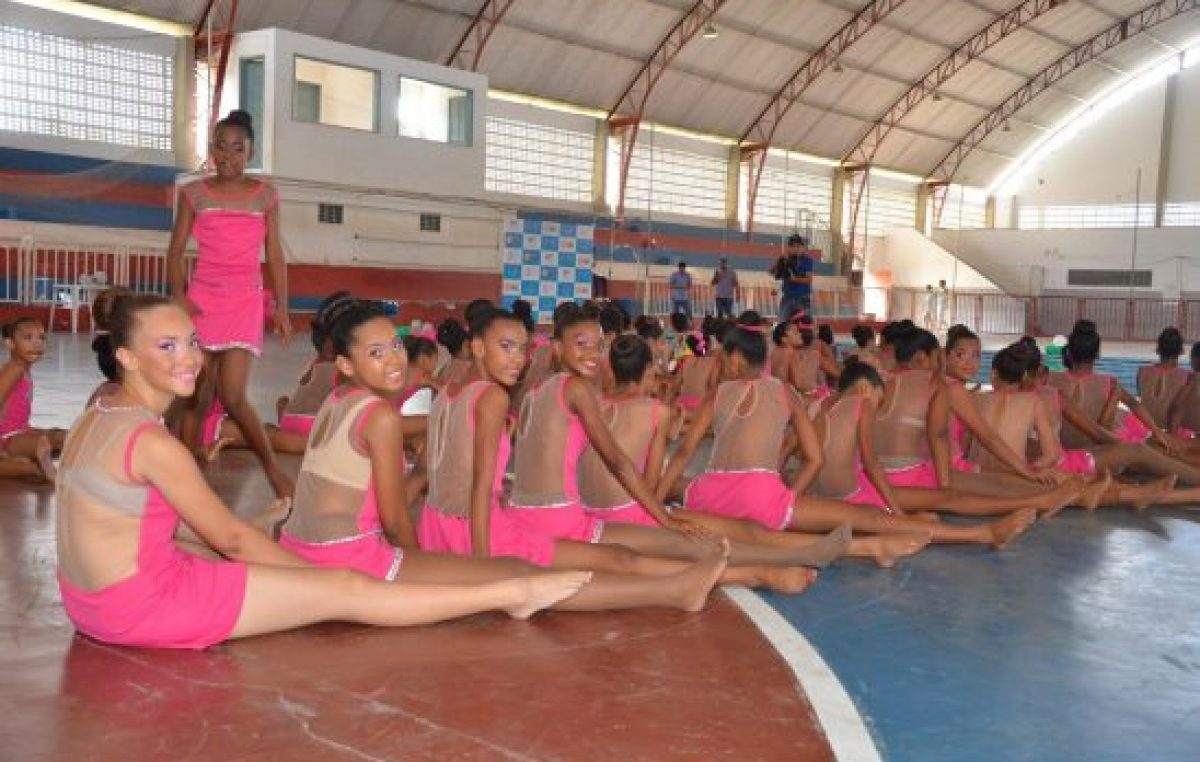 Meninas deram show de leveza e simpatia durante a 1ª Aula Pública de Ginástica Rítmica