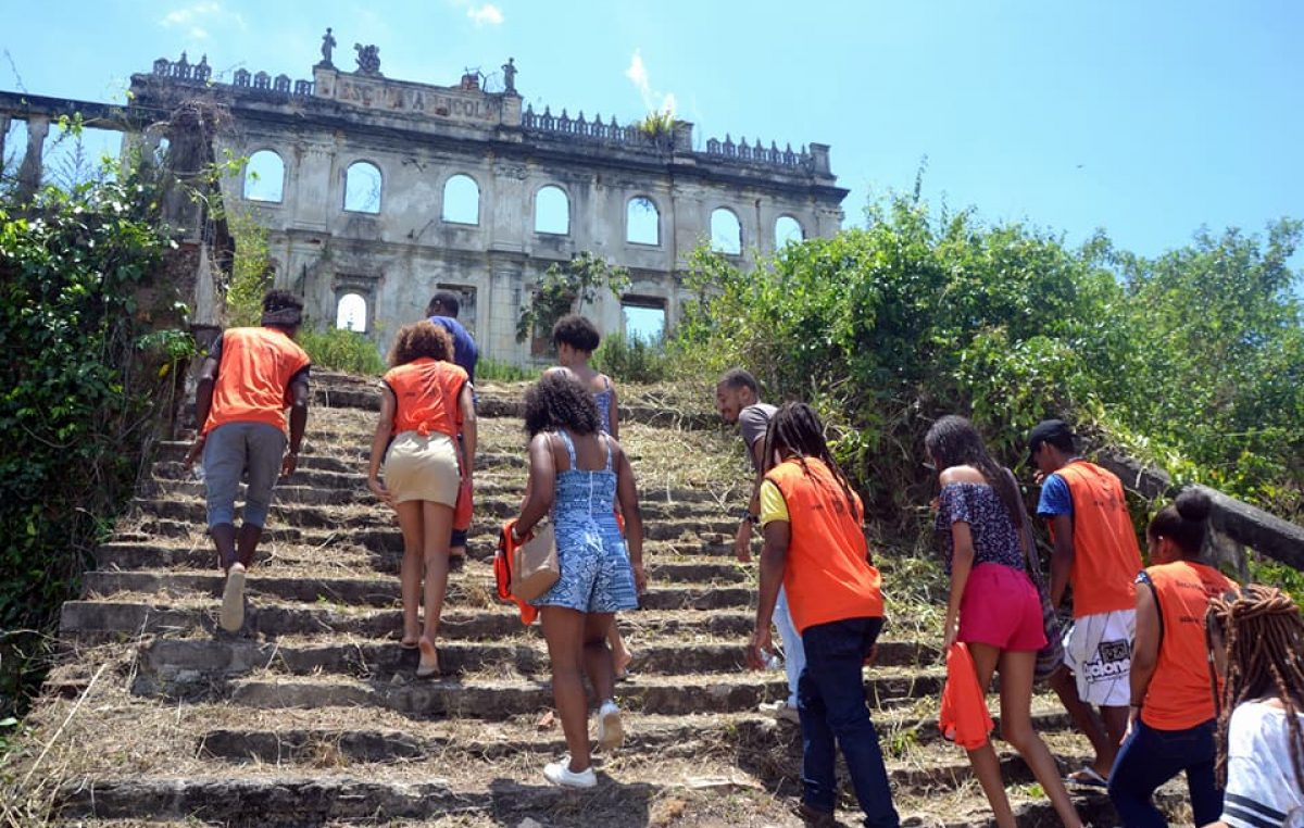 Jovens participaram de tour na cidade