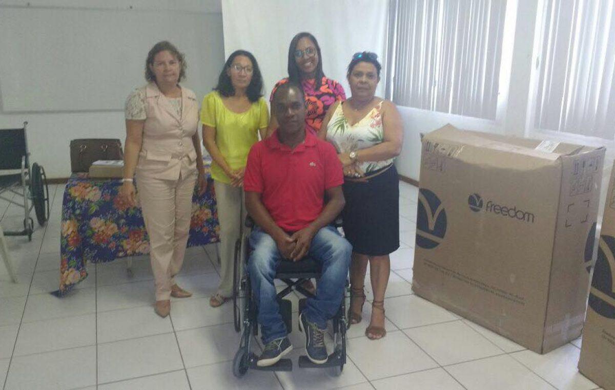 Programa de Tecnologia Assistiva em Saúde realização doação de duas cadeiras de rodas para munícipes