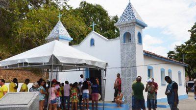 Festejos para Santo Antônio dos Navegantes aconteceu no sábado (24) e atraiu centenas de fiéis