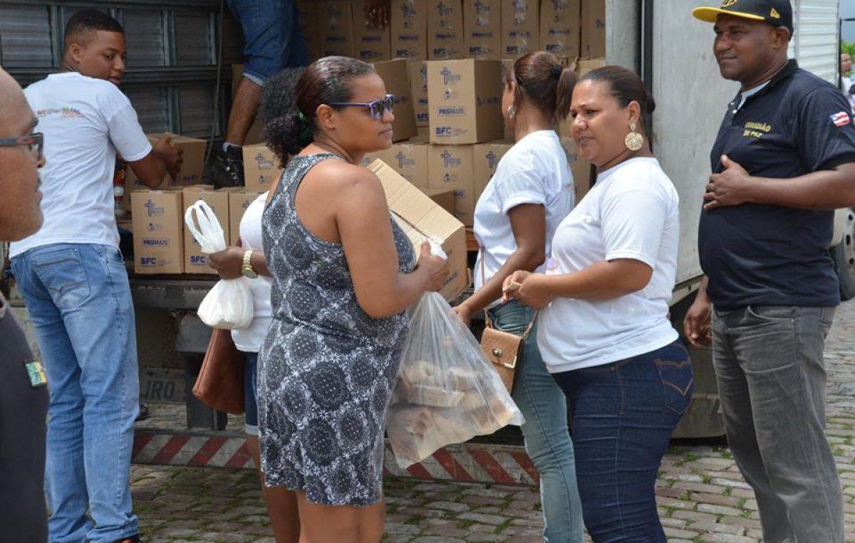 Começou, nesta segunda-feira (26), a entrega dos peixes e cestas da Semana Santa