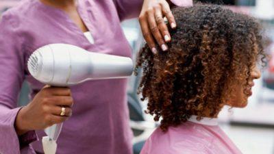 """Cabeleireiros, barbeiros, manicures e pedicures serão qualificados sobre """"Beleza com Segurança"""""""