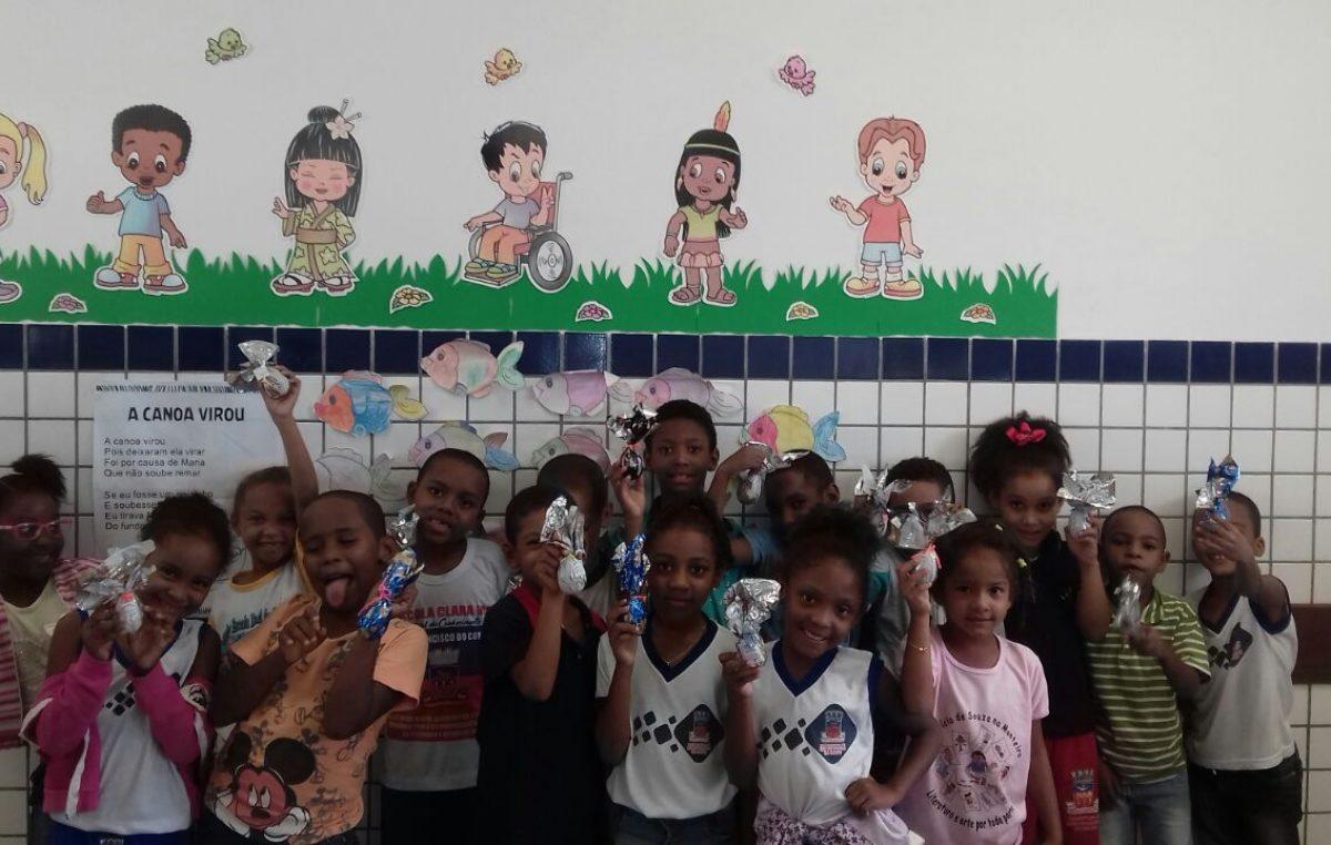 Momento de celebração: estudantes da Rede Municipal de Ensino ganham ovos de páscoa na merenda escolar