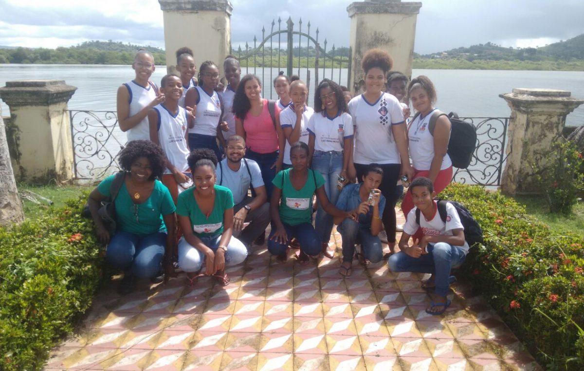 Estudantes franciscanos participam de aula de campo no aterro sanitário Hera Ambiental e na Ilha de Cajaíba