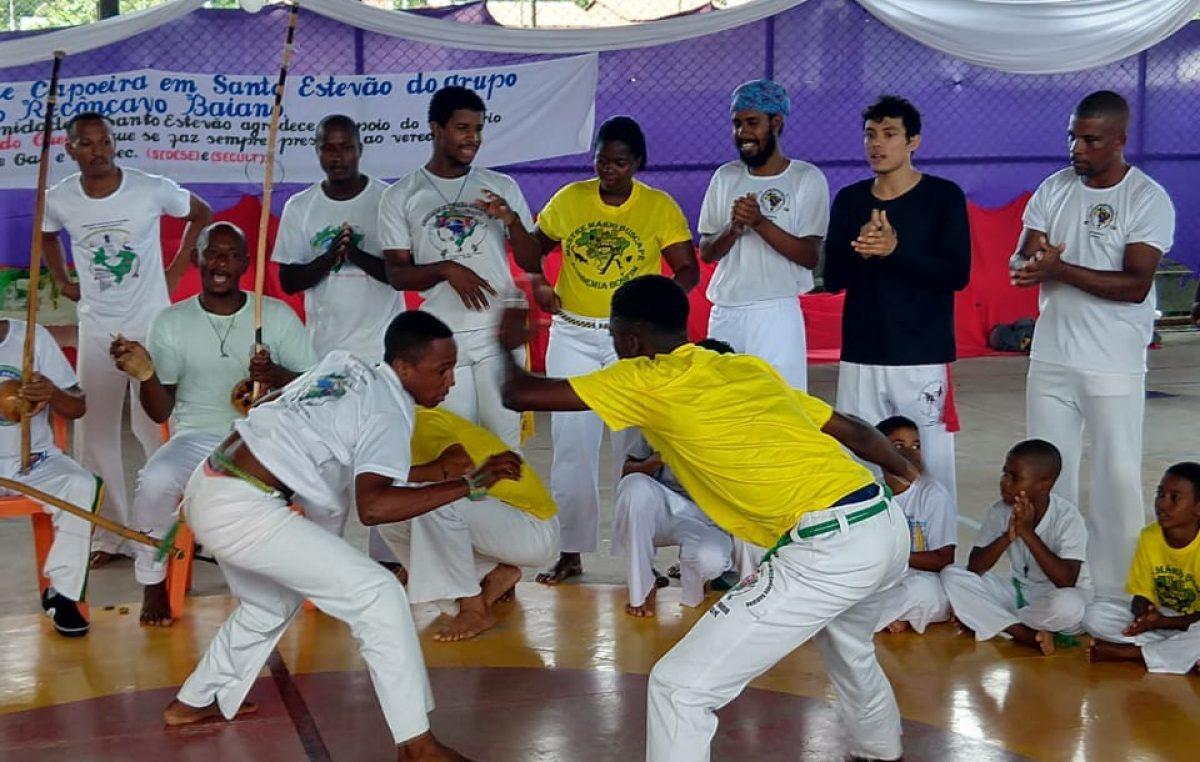 1º Batizado de Capoeira de Santo Estevão reuniu dezenas de crianças e adolescentes