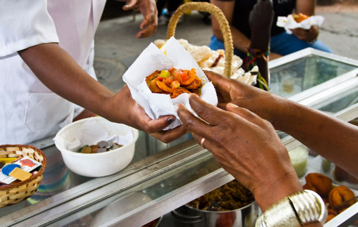 SEDEC: Baianas de acarajé são convocadas para fazer cadastramento e regularização de licença
