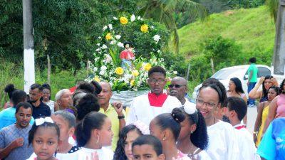 Dezenas de fieis acompanharam as homenagens a São Roque no bairro da Muribeca