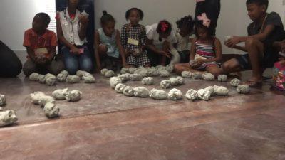 Jovens atendidos pelo CRAS prestigiam exposição de artes em Salvador
