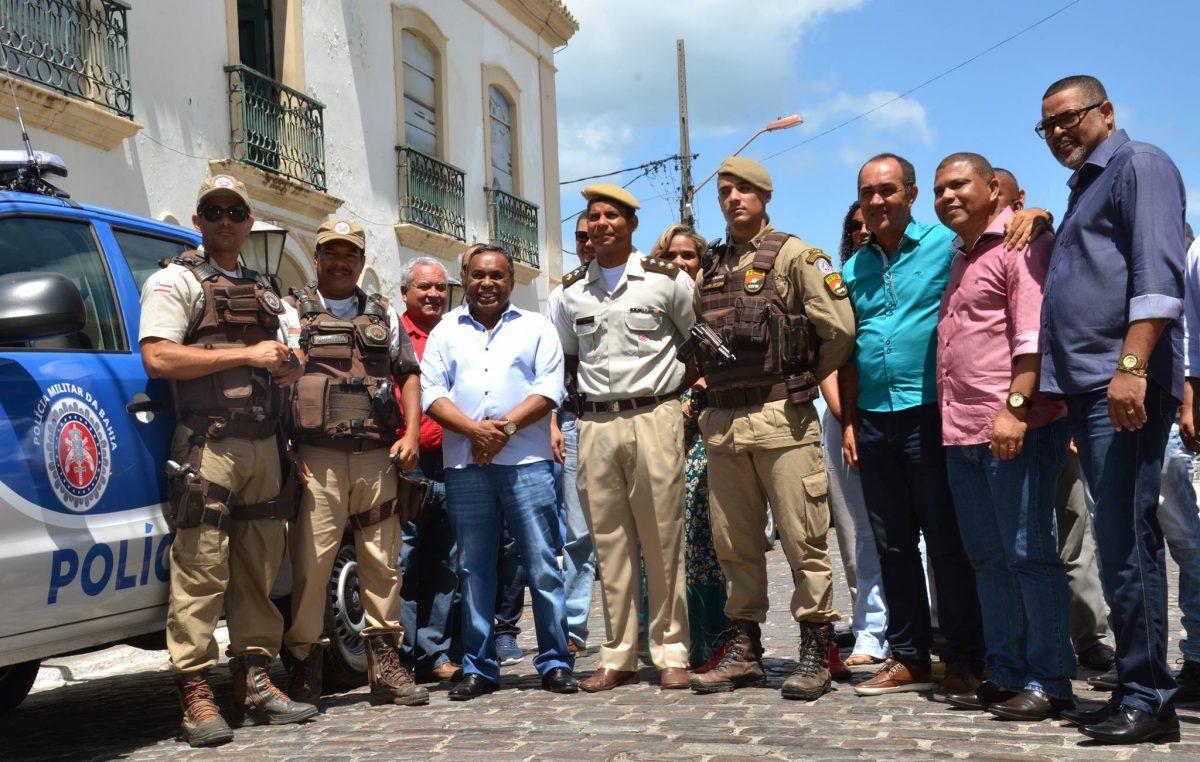 Prefeitura realiza a entrega deduas viaturas para integrar a frota de policiamento do município
