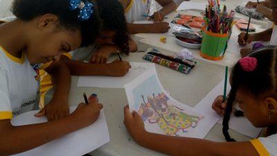 Mais de 100 alunos da Escola Frei Eliseu Eismann participaram de oficinas de Desenho e Pintura em Tela