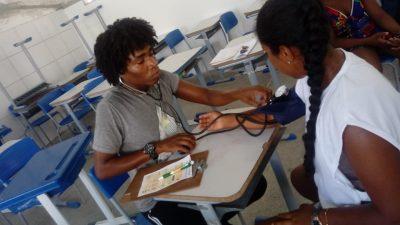 Em uma contrapartida social, universitários beneficiários do PROUNIFAS participam de Feira de Saúde