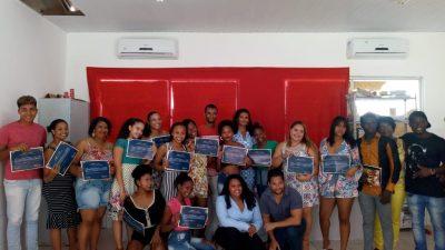 SDHCJ certifica alunos que alunos que participaram do Curso Básico de Inglês