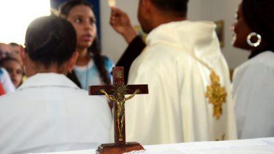 Missa e procissão reuniram fiéis para louvar Nossa Senhora da Conceição no bairro Engenho de Baixo