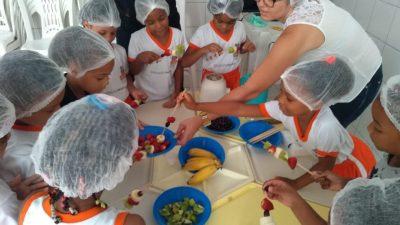 Consumo de frutas é estimulado na Rede Municipal de Ensino