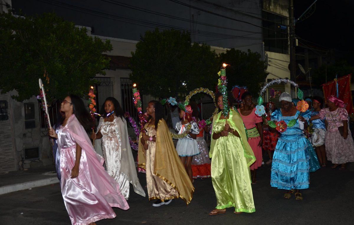 Homens, mulheres, jovens e crianças celebraram a Festa de Terno de Reis em São Francisco do Conde