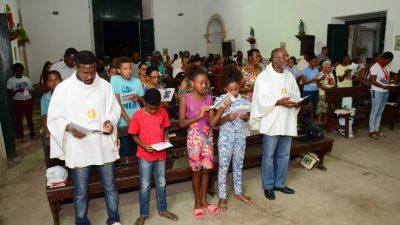 Fiéis lotam a Igreja no 1º Dia da Novena de Nossa Senhora do Monte